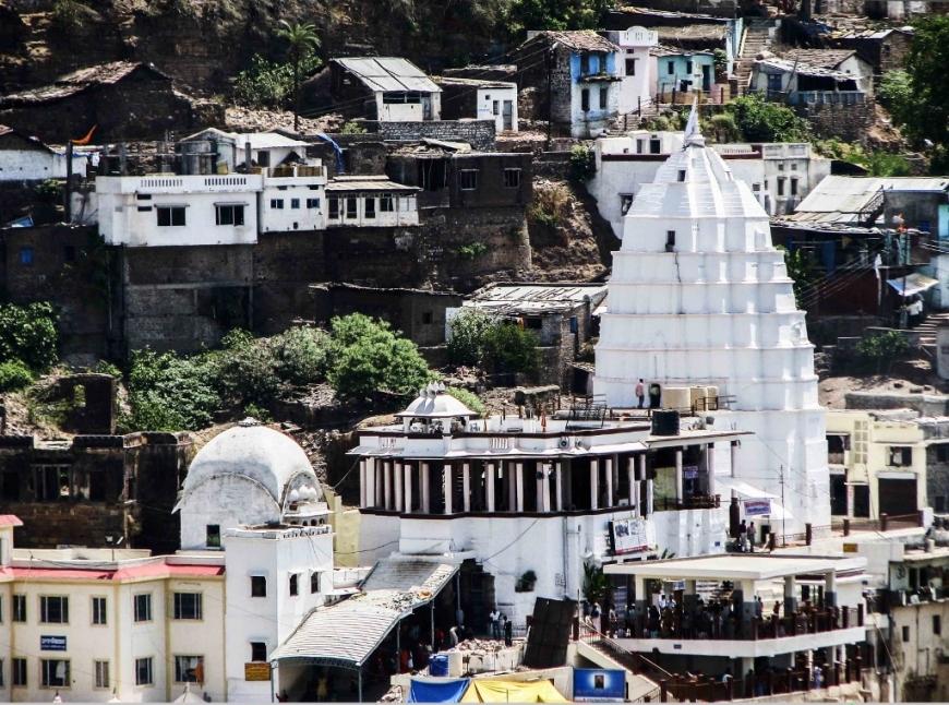 omkareshwar_temple_senior_citizens (1024x761)